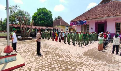 Jelang Pilkada Jember, Ratusan Linmas dan KPPS Apel Kesiapan di Kecamatan Kencong