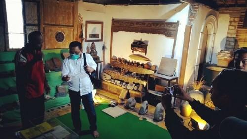 Kunjungi Museum Balumbung Situbondo,  Yoyok Mulyadi Berdialog dengan Pegiat Sejarah