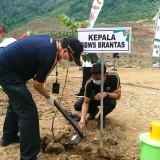 Peringati Hari Bakti PUPR Ke-75, Kepala BBWS Brantas Tanam Pohon di Bendungan Tugu Trenggalek