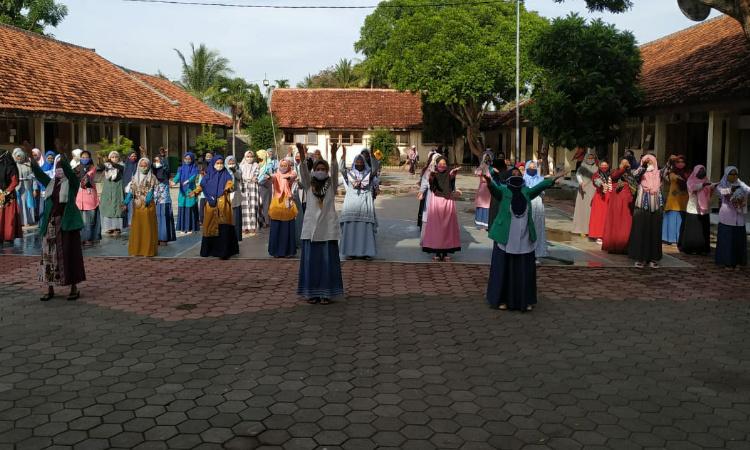 Fatayat NU Bondowoso Realisasikan Program Gafantara, Ajak Santri Disiplin Protkes