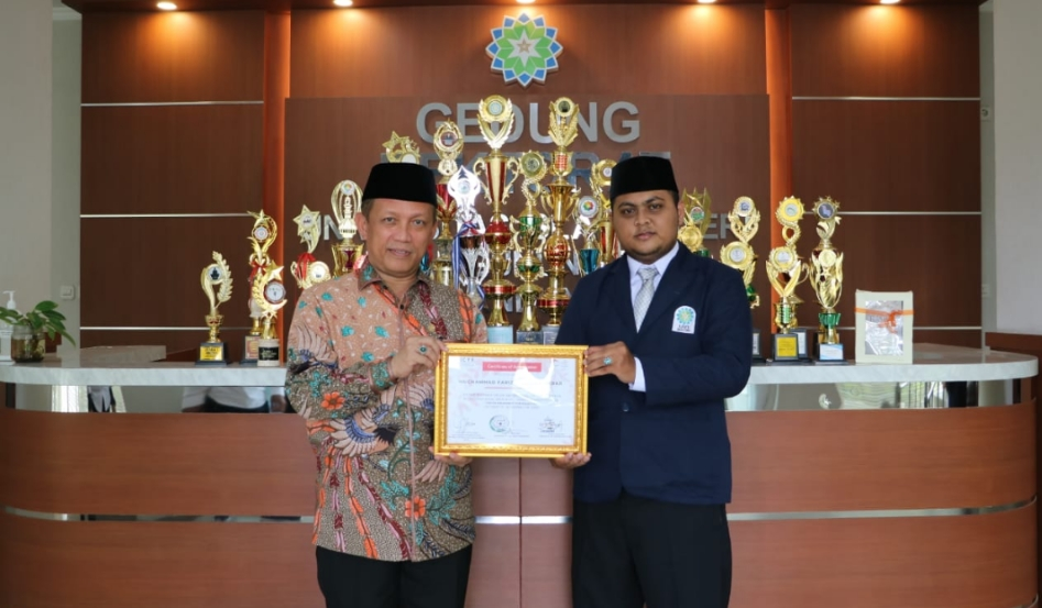 UIN SGD Bandung Berikan Penghargaan Kepada Mahasiswa Prestasi