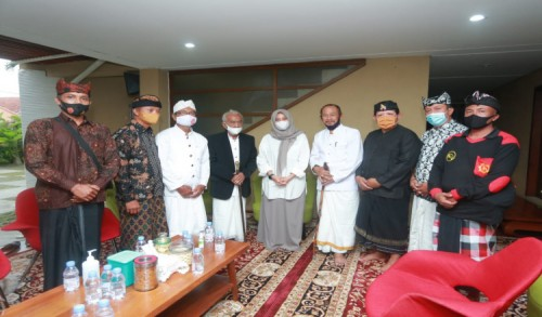Selain Memberi Selamat, Pemuka Hindu di Banyuwangi juga Doakan Cabup Ipuk