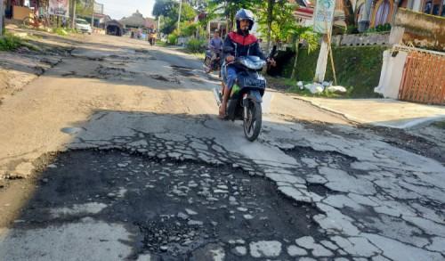 Jelang Akhir Kepemimpinan Faida-Muqiet, Sejumlah Jalan di Jember Masih 'Berantakan'