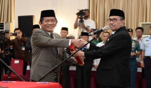 Ditetapkan Sebagai Tersangka Korupsi, Sekda Yan Parna Ditahan Pidsus Kejati Riau