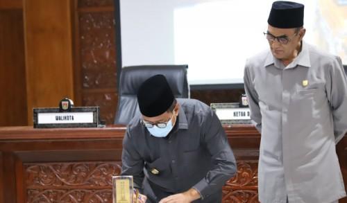 Sidang Paripurna Terbuka DPRD Kota Bukittinggi Terapkan Protokol Covid -19