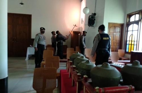 Jelang Ibadah Natal, Polisi Lakukan Sterilisasi Sejumlah Gereja di Ponorogo
