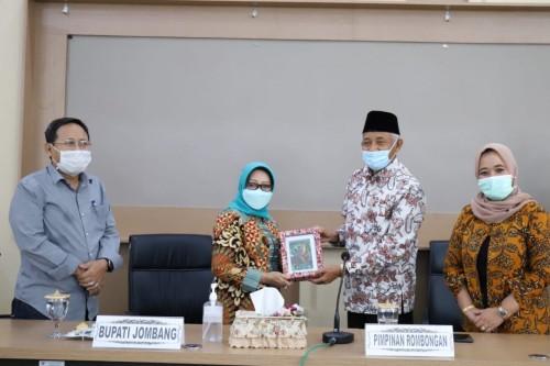 Pemkab  Sleman Studi Banding ke Jombang  , Terkait Management  PDAM