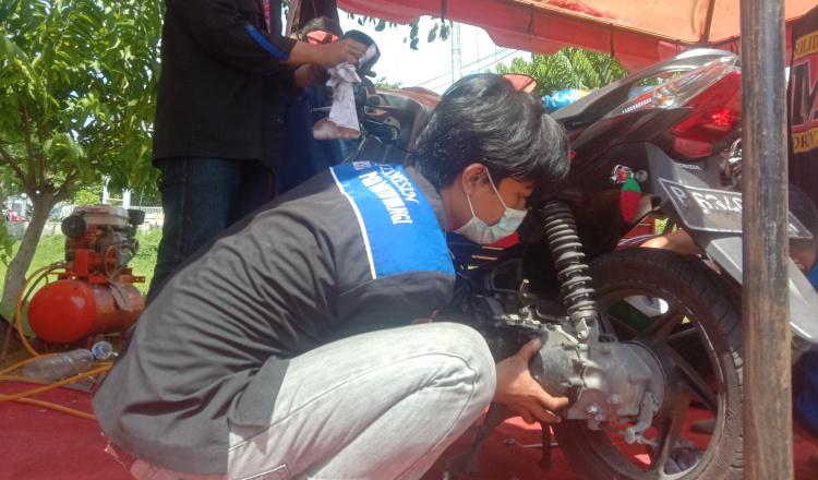 Himpunan Mahasiswa Mesin Uniba Adakan Servis Motor Gratis, Pengunjung Membludak