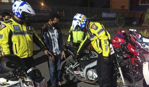 Polisi Gresik Jaring 150 Motor Gunakan Knalpot Brong