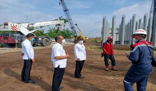 Sekdakab Jombang Tinjau Progres Pembangunan Jembatan Baru Ploso