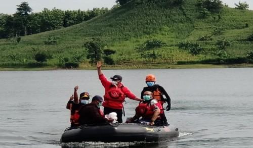 Patuhi Protkes, Antok Tanam Pohon dan Tabur Benih Ikan Dalam Rangka HUT PDI Perjuangan ke 48