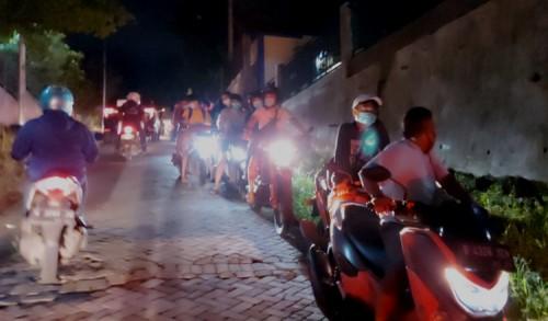 Sidak Malam Pertama PPKM di Gresik, Ratusan Pemuda Kocar-kacir
