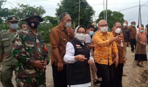 Bupati Jombang Sidak Banjir Surut di Dusun Beluk Desa Jombok