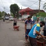 Antisipasi Kecelakaan, Polisi Tambal Lubang Jalan