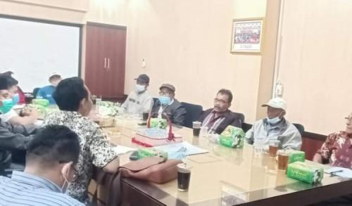 Sulit Dapat Pupuk Petani Kangkung Mengadu ke DPRD Kendal