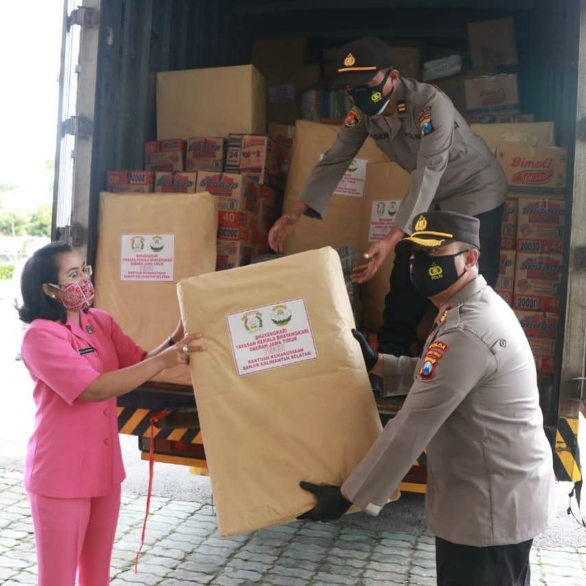 Polda Jatim Kirim Bantuan Sembako Untuk Korban Banjir Kalsel dan Gempa Sulbar