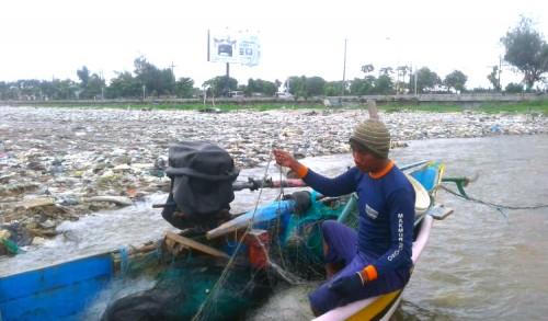 Gelombang Laut Tinggi, Penghasilan Nelayan di Tuban Menurun