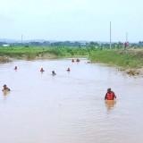 Keluarga Korban Hanyut di Sungai Avur Tuban Berharap Somad Segera Ditemukan