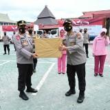 Bantuan Polda Jatim untuk Korban Banjir di Kalsel diterima Kapolda Kalsel dan langsung disalurkan