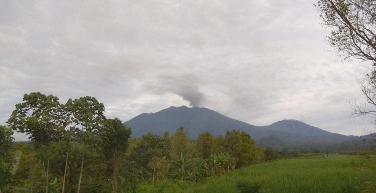 Gunung Raung Erupsi, PVMBG: Belum Ada Warga yang Lapor Terkena Dampak Hujan Abu