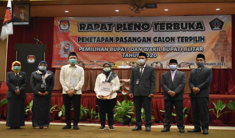 Sah, Mak Rini - Makde Rahmat Ditetapkan Sebagai Pemenang Pilbup Blitar 2020