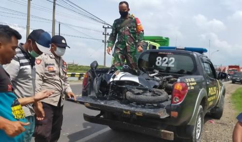 Pengendara Motor Sport Tewas Tertabrak Truk di Jalan Nasional Manyar