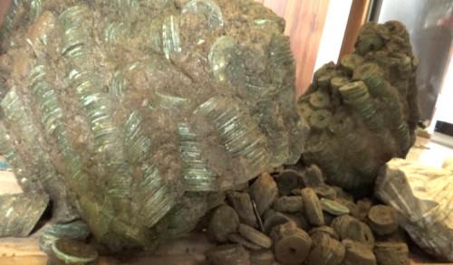 Warga Banyuwangi Temukan 36 Kg Koin Kuno