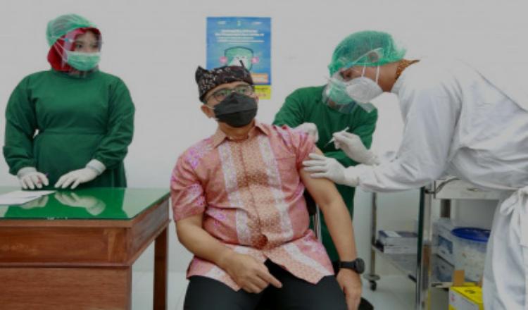 Disuntik Vaksin Covid-19 Dosis Kedua, Bupati Banyuwangi Sebut Tak Alami Gejala Apapun