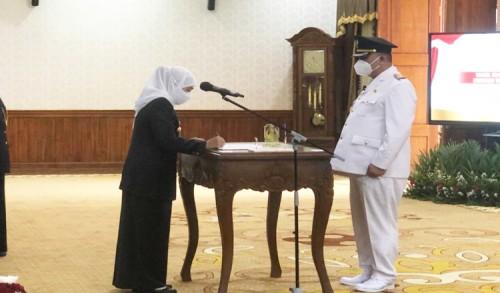Gubernur Khofifah Resmi Lantik Whisnu Sakti sebagai Wali Kota Surabaya Definitif