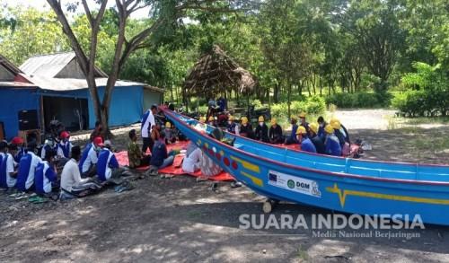 Dongkrak Ekonomi Nelayan Banyuwangi, DGM Indonesia Beri Bantuan Perahu