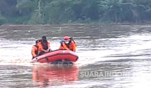 Pencarian Hari Keempat, Nenek Diduga Tenggelam di Bengawan Solo Belum Diketemukan