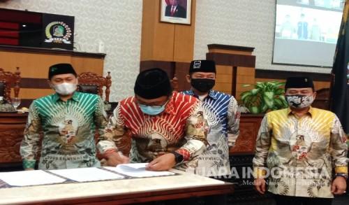 Paripurna DPRD Banyuwangi Umumkan Penetapan Bupati dan Wakil Bupati Terpilih