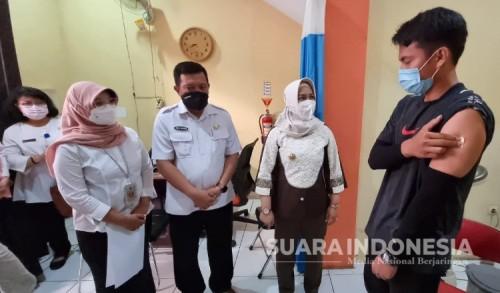 Siapkan KBM Tatap Muka, Wali Kota Mojokerto Tinjau Vaksinasi Tenaga Pendidik