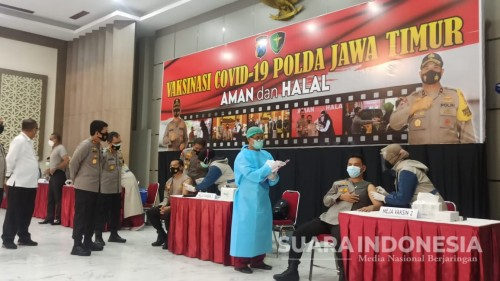 Polisi dan Kiai Gelar Vaksinasi, Tingkatkan Herd Immunity Di Jatim