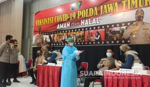 Polda Jatim Vaksinasi Covid-19 Anggotanya