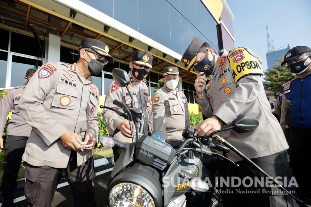 Kapolda Jatim Bagikan 250 Sepeda Motor dan 2 Ambulans Penunjang Kinerja Bhabinkamtibmas