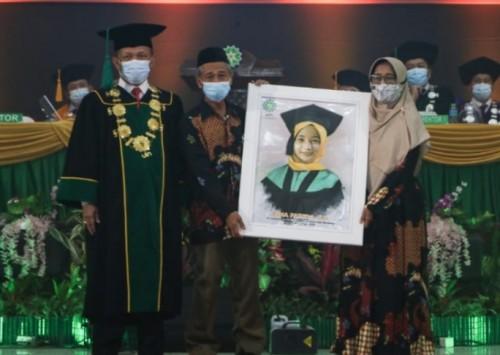 Rektor UIN Bandung Berikan Beasiswa Pendidikan kepada Hafidz Quran 30 Juz dan Wisudawan Tak Bertoga