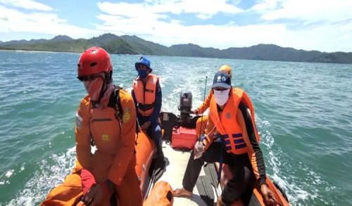 Pencarian Warga Terseret Ombak di Pantai Poncomoyo Banyuwangi Belum Ditemukan
