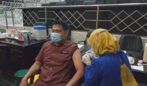 DPRD Kabupaten Jombang Beserta Staff Mengikuti Vaksinasi Serentak
