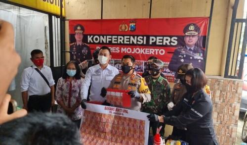 Edarkan Uang Palsu Senilai 40 Juta, Warga Jombang Dibekuk di Dlanggu Mojokerto