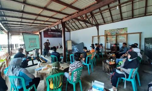Tingkatkan Daya Saing Produk Lokal Bondowoso, Mahasiswa KKN Unej Bersama Astra Gelar Pelatihan Branding Kopi