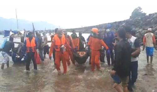 Warga Terseret Ombak di Pantai Poncomoyo Banyuwangi Ditemukan Tidak Bernyawa