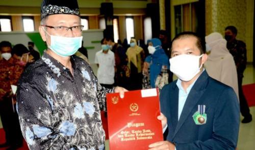 53 Pegawai UIN Malang Terima Tanda Kehormatan dari Presiden Jokowi