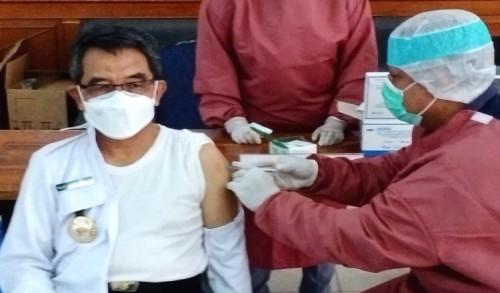 Disuntik Vaksin Covid-19, Bupati Kutim: Alhamdulilah Tidak Ada Gejala Apapun