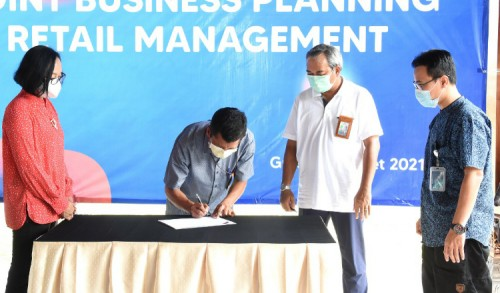 Petrokimia Gresik MoU Agro Solution dan Joint Business Planning Retail Management