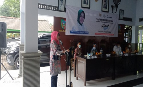 Anggota DPR RI Komisi IV Neng Ema Safari Gemarikan di Jombang