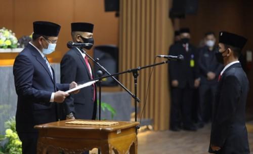 Wali Kota Bandung Hadiri Pelantikan Anggota DPRD Iwan Darmawan