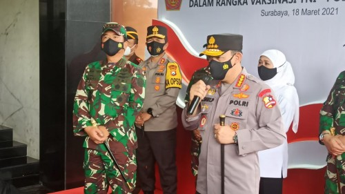 Panglima TNI dan Kapolri Tinjau Vaksinasi Tahap Dua Prajurit TNI/Polri Di Polda Jatim