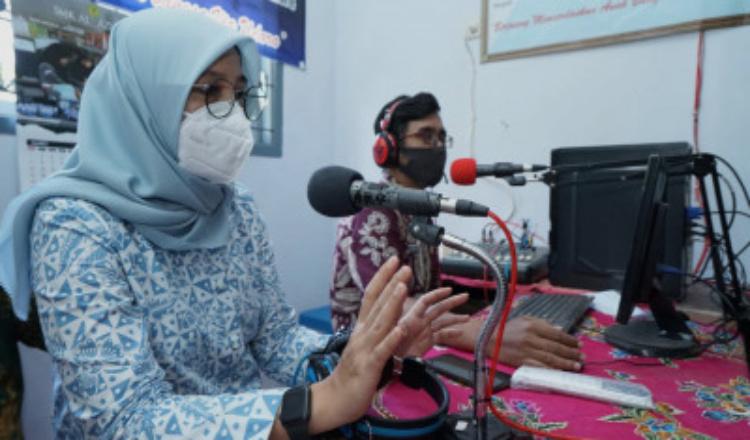 Keren, SMP 4 Glenmore Banyuwangi Manfaatkan Radio untuk Pembelajaran Jarak Jauh