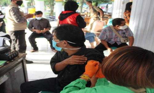 Vaksinasi Tokoh Agama dan Tokoh Masyarakat di Laksanakan Serentak di Jombang